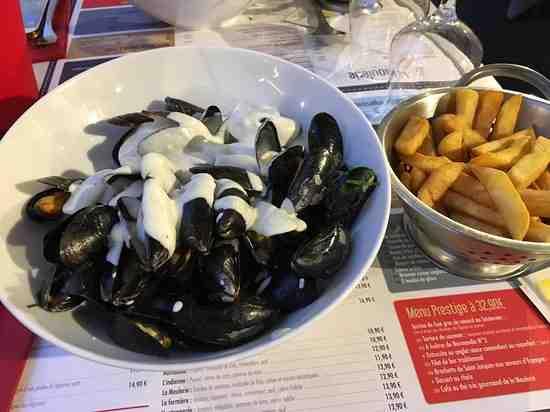 Où manger des crustacés et des frites à Honfleur?