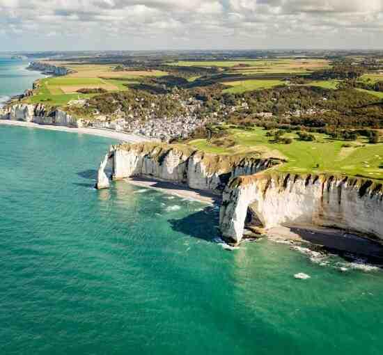 Où sont les falaises de la côte d'Albâtre?